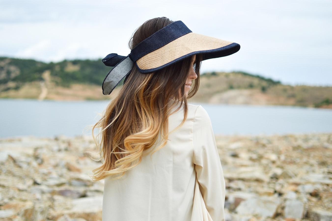 Quelle routine cheveux pendant des vacances au soleil ?